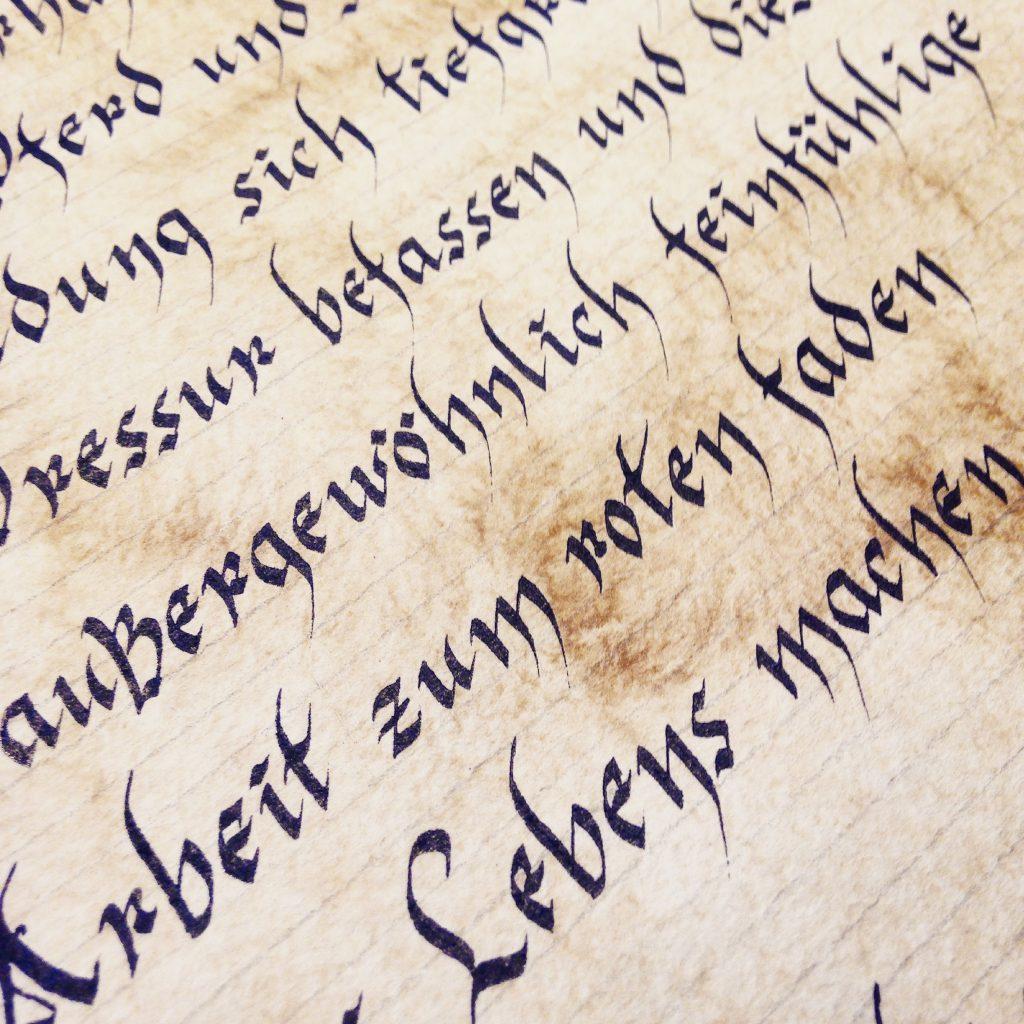 Классическая каллиграфия (готический шрифт) плоским пером